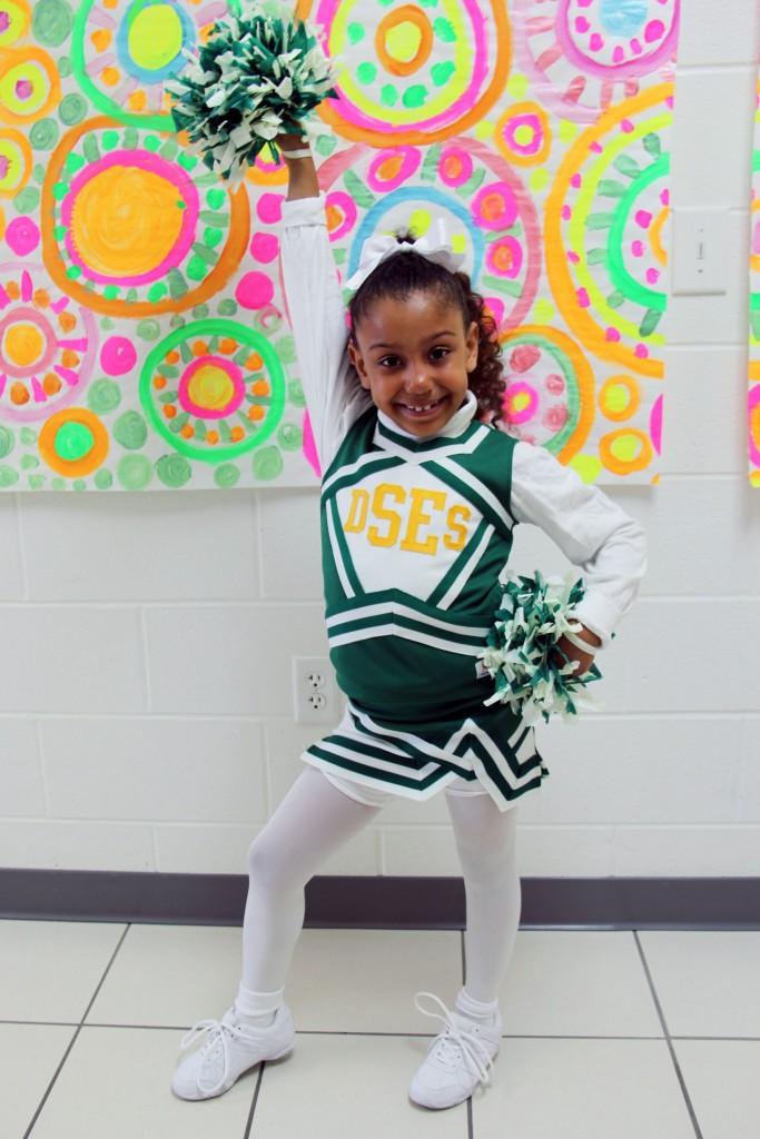 Diamond Springs cheerleader